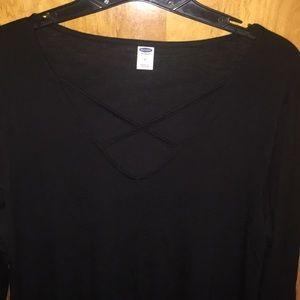 Quarter sleeve shirt with criss-cross neck detail